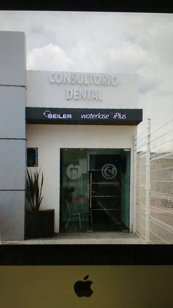 Consultorio Dental office with Seiler logo on awning